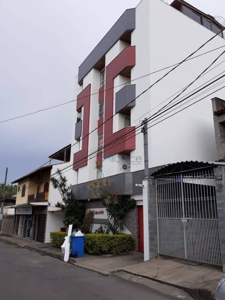 Apartamento com 2 dormitórios para alugar, 65 m² por R$ 600/mês - Bandeirantes - Juiz de Fora/MG