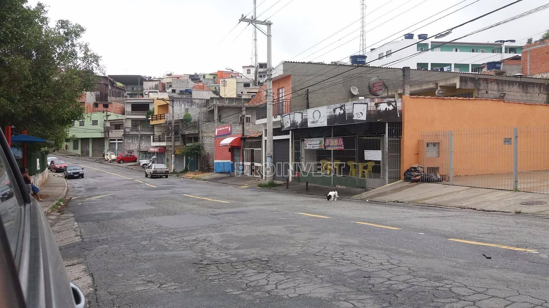 Terreno à venda em Parque Santa Teresa, Carapicuíba - SP