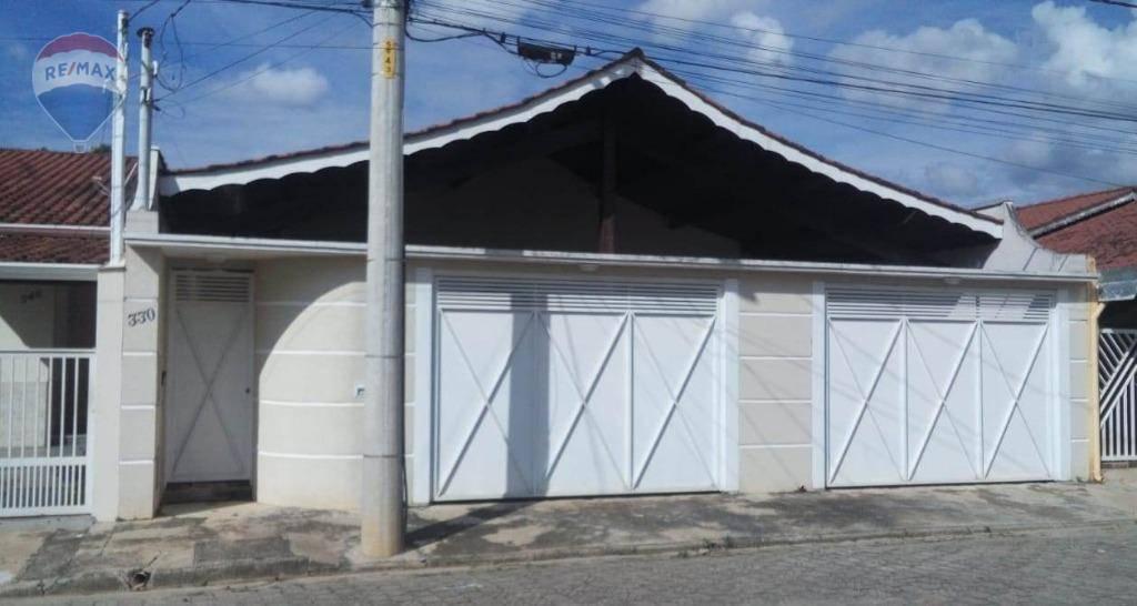 Casa com Piscina em Piracaia SP