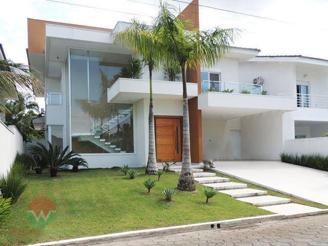 Sobrado à Venda no Jardim Acapulco em Guarujá, 5 suítes e lazer