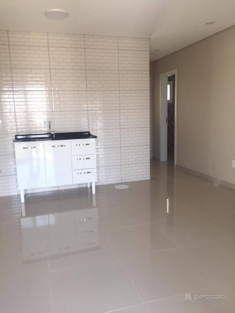 sobrado 2 dormitórios em Cachoeirinha, no bairro Jardim Do Bosque