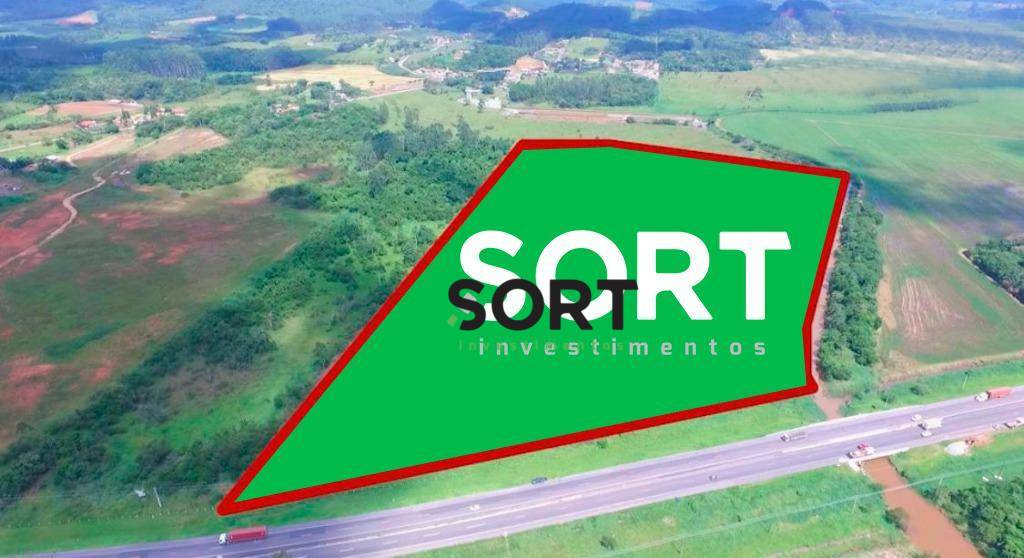 Terreno em Piçarras, localizado na BR 101, com fácil acessibilidade.