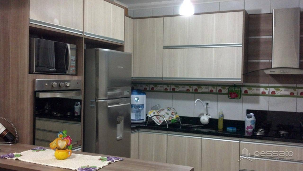 casa 3 dormitórios em Gravataí, no bairro Oriço