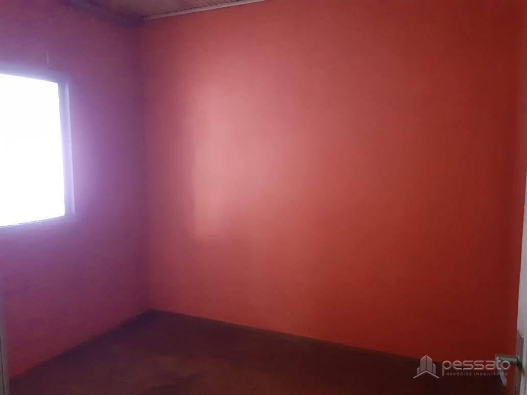 casa 3 dormitórios em Cachoeirinha, no bairro Vila Quitandinha